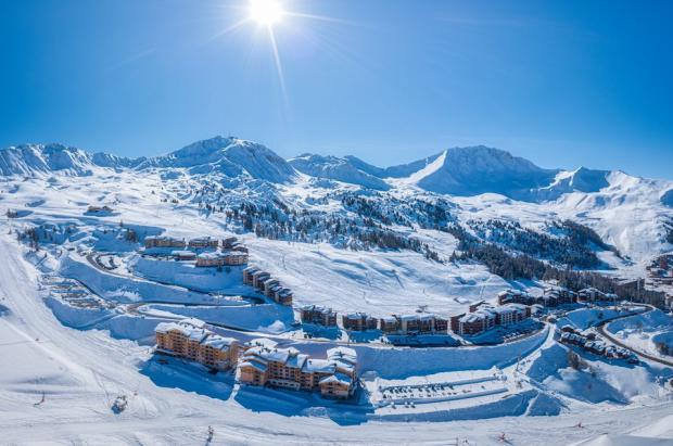 La asistencia a las estaciones de esquí de Francia en las vacaciones de febrero cayó un 48%