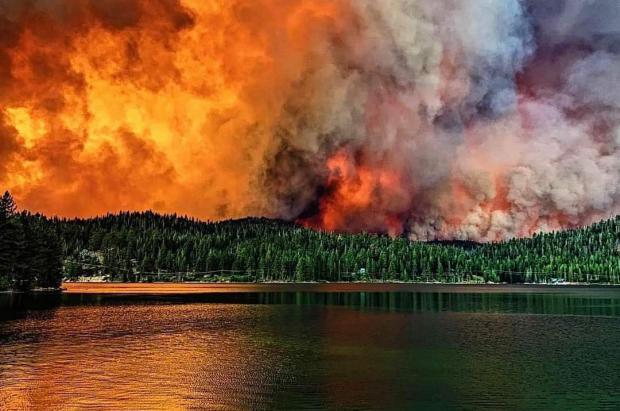 Los incendios obligan a cerrar Mammoth Mountain y alcanzan China Peak