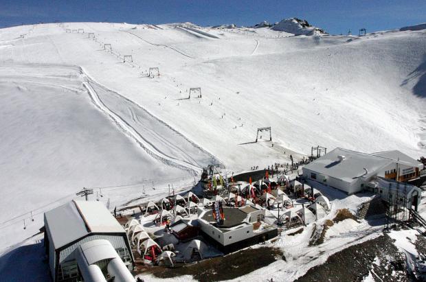 Les 2 Alpes abrirá el esquí de verano el 23 de junio con récord de nieve acumulada