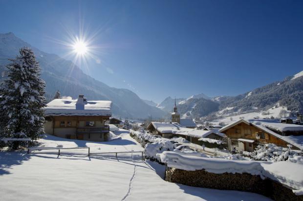 5 británicos contraen el coronavirus en una estación de esquí de los Alpes franceses