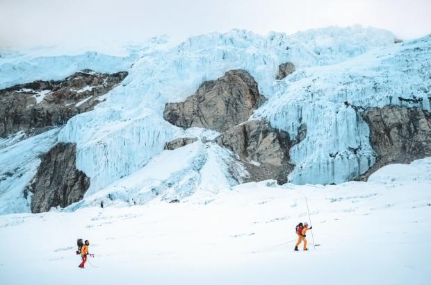Esquiando el 'Lhotse': el film increíble de The North Face con Hilaree Nelson y Jim Morrison
