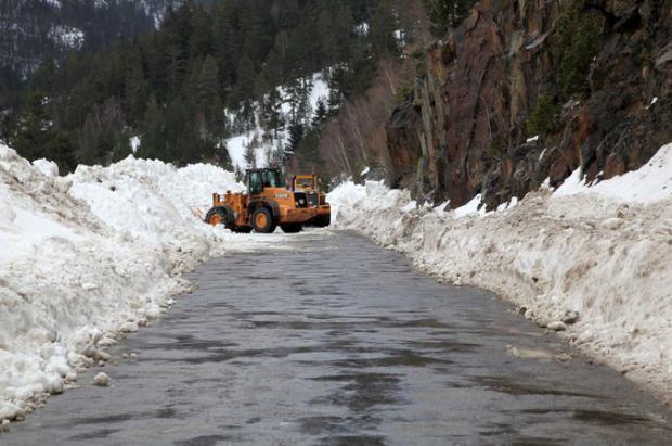 Obras Públicas estudia como mejorar la coordinación y eficacia en el tramo de acceso a Llanos del Hospital en invierno