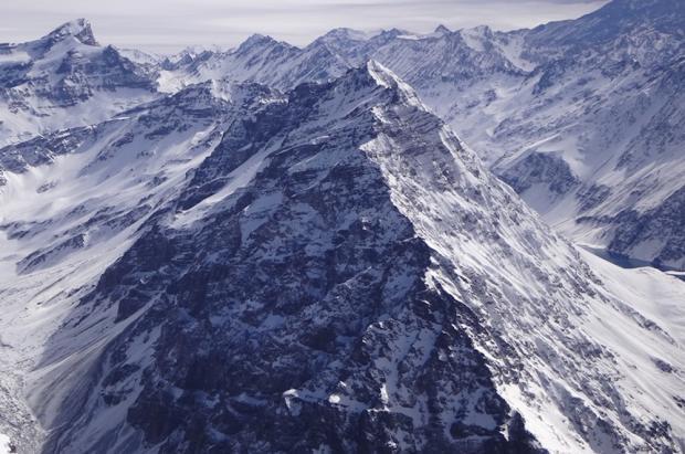 Un desaparecido y cinco personas aisladas por una avalancha en los Andes chilenos
