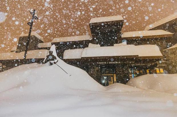 Sigue la tormenta que amenaza con enterrar Sierra Nevada de California bajo 3 metros de nieve