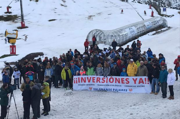 Fin de semana movido en Valgrande Pajares, cerrado por lluvia y con protestas