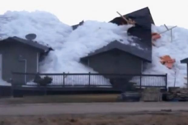 Espectacular ola de hielo arrasa casas en localidades de Canadá y EEUU