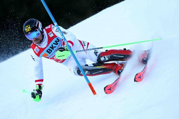Marcel Hirscher impone su ley en el slalom Wengen