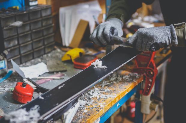 ¿Cómo preparar tu material de esquí o snowboard? La guía que necesitas