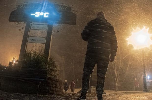 Tiempo insólito en el sur: Nieva en Brasil y las estaciones de esquí argentinas sufren por el calor