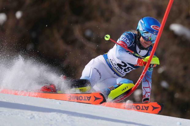 'Mika' Shiffrin consigue su primer oro en Cortina al vencer a Petra Vlhova en la Combinada