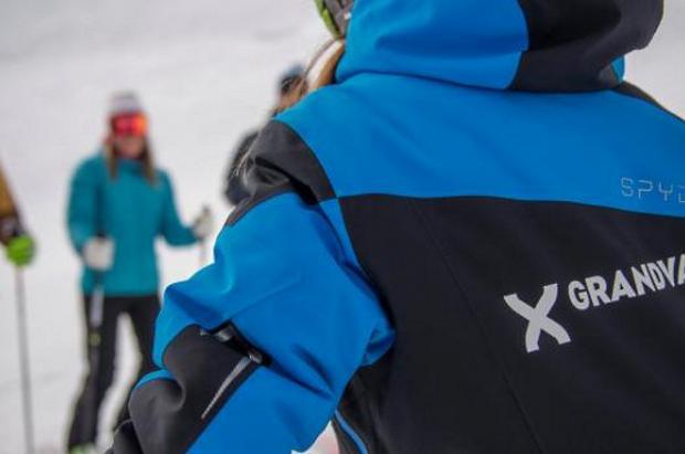 Retiran el pase de temporada a un 'profesor' no titulado que ofrecía clases de esquí