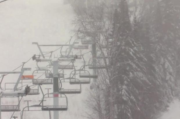 Una joven de 15 años murió al saltar de un telesilla en Quebec (Canadá)