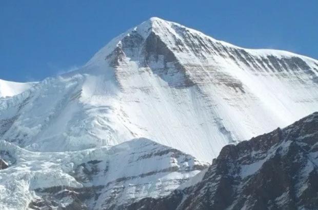 9 muertos en el Himalaya tras una tormenta que ha barrido el campo base del Monte Gurja