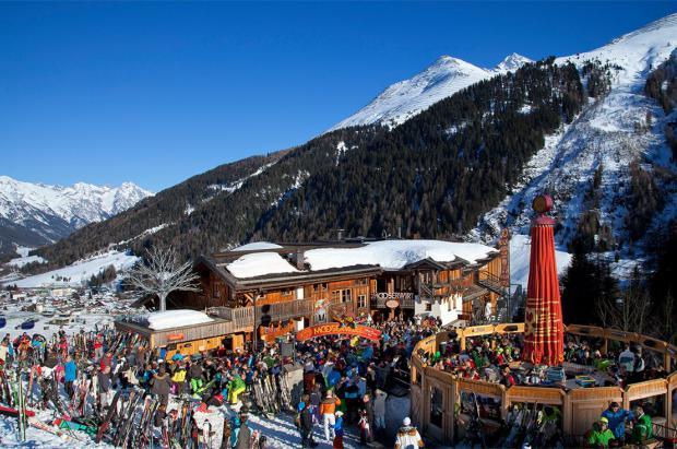 """Austria prohíbe las fiestas de """"après-ski'"""" este invierno por miedo al coronavirus"""