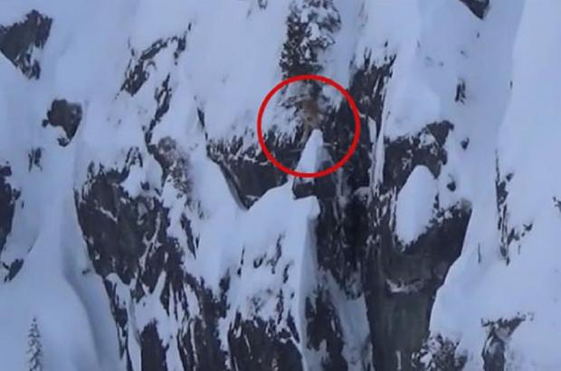 Un snowboarder queda colgado de un cortado en Whistler durante 2 horas