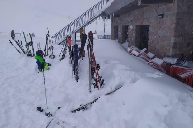 Valgrande-Pajares abre con 2,5 metros de nieve y Fuentes de Invierno sigue cerrado por riesgo aludes
