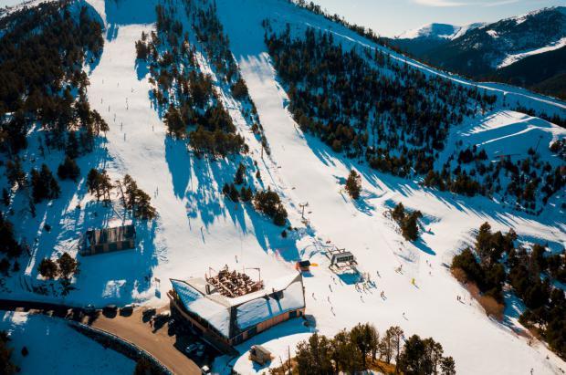 Pal Arinsal literalmente se dispara estas Navidades con 83.000 esquiadores (un 26% más)