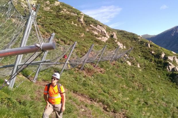 La instalación de pantallas antialudes entre Andorra y Francia avanza a buen ritmo