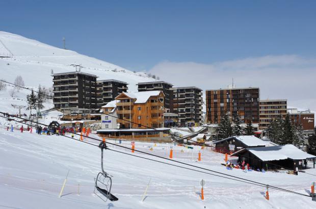 Las estaciones de esquí francesas abren los tapices y las pistas para principiantes y los más pequeños