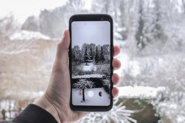¿Por qué las baterías del móvil mueren con el frío?