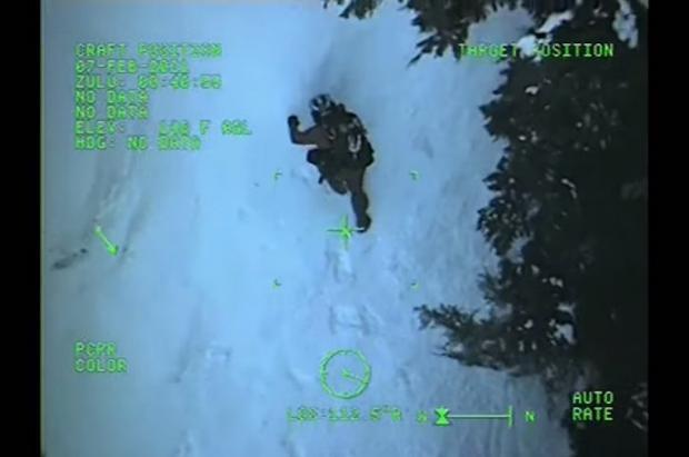 Un esquiador es mutilado por un oso y rescatado en helicóptero en Alaska