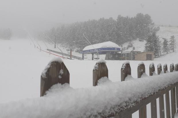 Está nevando en Port del Comte y no descartan abrir el 30 de noviembre