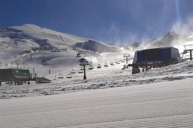 Sierra Nevada abre este viernes temporada con 30 km esquiables y 8 remontes
