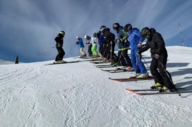Aramón impulsa un centro de formación de profesores de esquí en Aragón