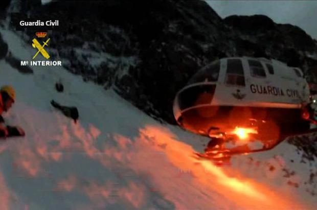 """La Guardia Civil de montaña hace """"doblete"""" en sendos rescate nocturnos en el Aneto"""