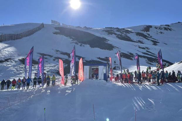 Se celebran unos multitudinarios Campeonatos de España Masters de esquí alpino en Sierra Nevada