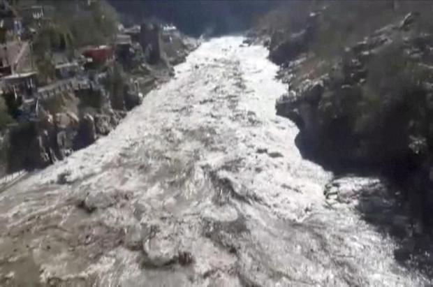 El desprendimiento de un glaciar en el Himalaya deja al menos siete muertos y 1700 desaparecidos
