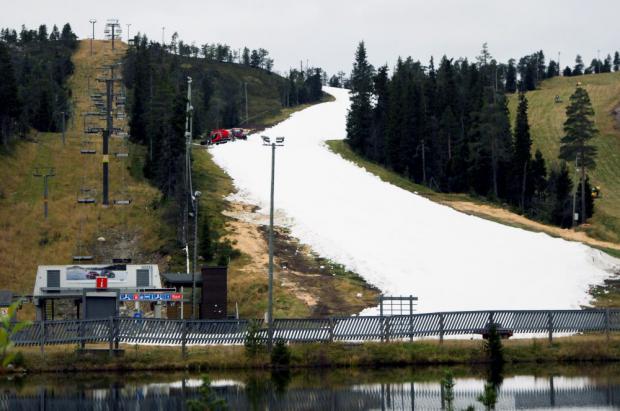 Abre la estación de esquí de Ruka en Finlandia y lo hace con nieve de la primavera pasada