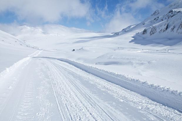 Más días de nieve y 800.000 euros de inversión para aliviar a San Isidro y Leitariegos