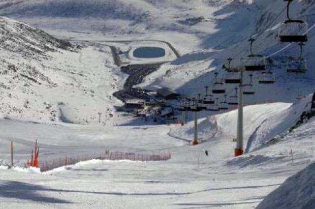 Fuentes de invierno y San Isidro se unirán cuando la estación asturiana tenga electricidad