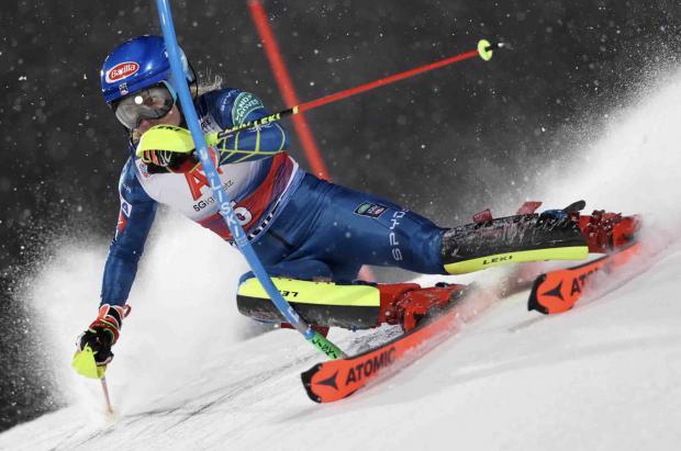 Shiffrin recupera la sonrisa con su primera victoria en un año en el slalom nocturno de Flachau