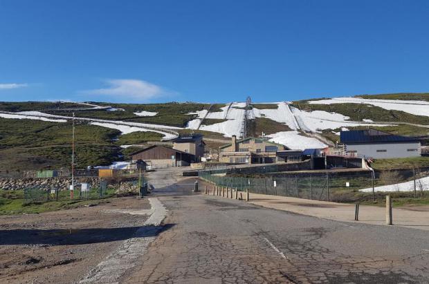 La Covatilla pone a punto sus instalaciones para el verano tras un invierno muy malo