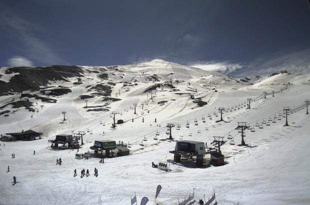 Sierra Nevada es la última estación de esquí abierta en la Península
