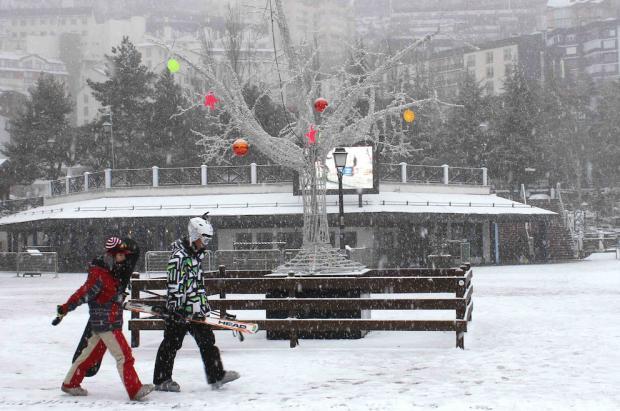 Sierra Nevada recibe más nieve y se propone abrir el Sulayr y la loma de Dílar