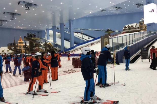 """Abre un nuevo centro de esquí indoor en China con """"telecabina"""" y se proyecta otro en EE.UU."""