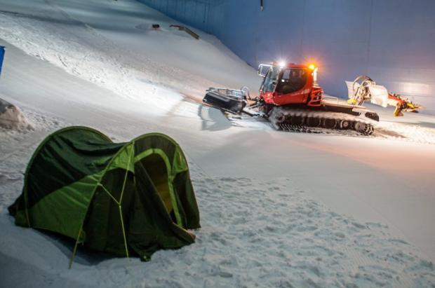 Ski Dubai instala tiendas de campaña para pasar la noche sobre la nieve