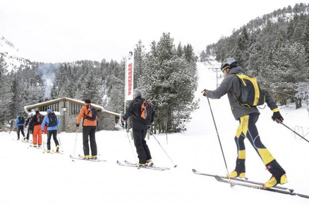 El esquí de montaña gana adeptos entre los esquiadores de pista, runners y ciclistas