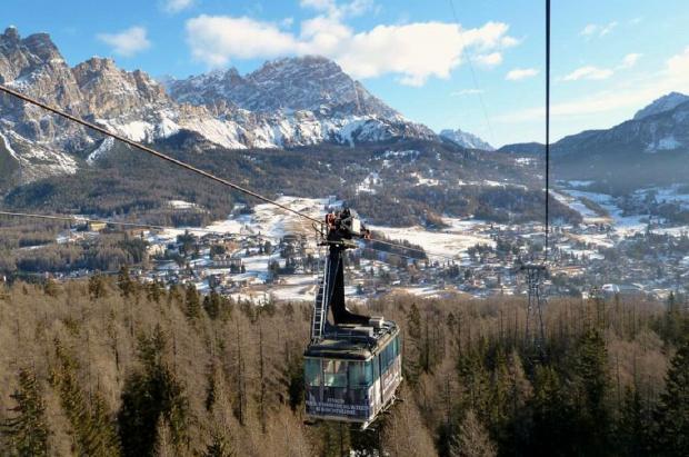 Cortina d'Ampezzo sustituye uno de los teleféricos más emblemáticos, con 50 años de antigüedad
