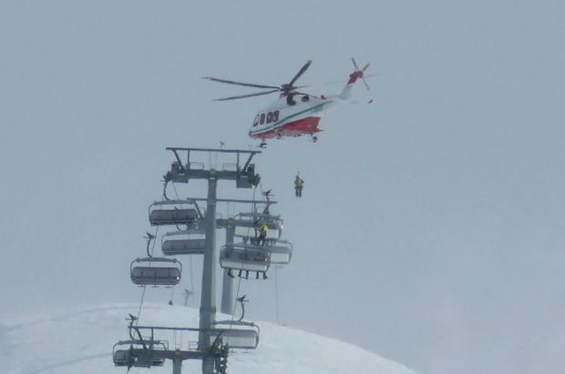Rescatados 27 esquiadores en helicóptero de un telesilla en Cervinia