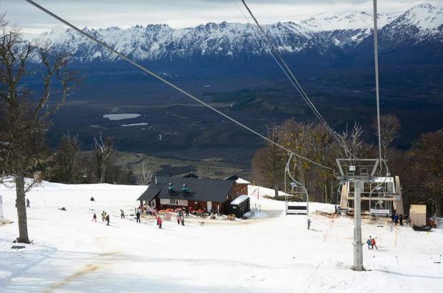 Perito Moreno estrena telesilla para tener la temporada de esquí más larga de Sudamérica