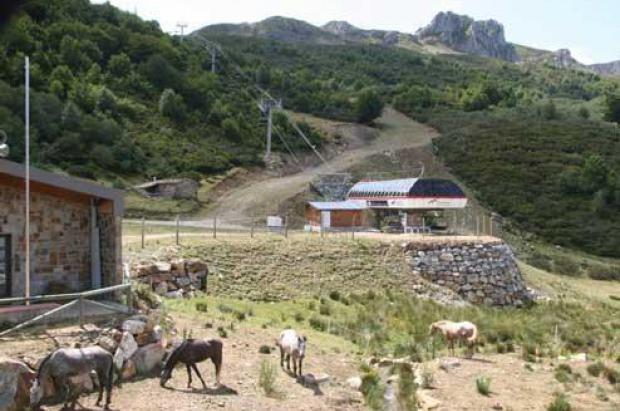 Esquiadores y hosteleros asturianos piden abrir las estaciones en verano para captar turistas