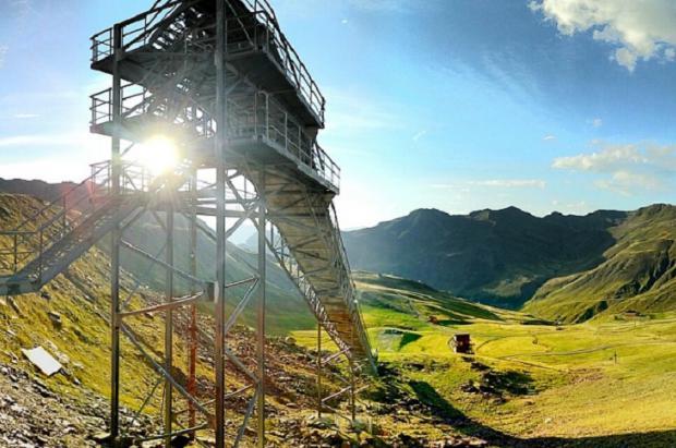 Astún podría desmantelar el penúltimo Trampolín de Saltos de Esquí
