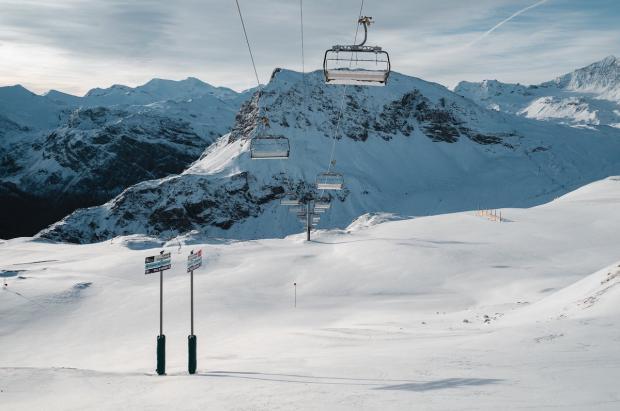 Más de 120.000 puestos de trabajo dependen de la apertura de estaciones de esquí en Francia