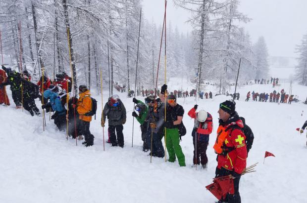 Rescatan bajo 2,5 metros de nieve al padre de una familia sorprendida por un alud en Val d'Isère