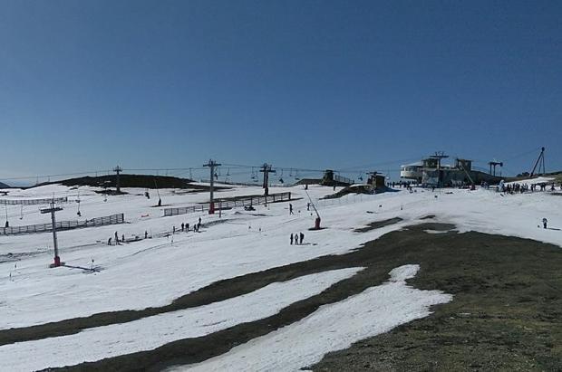 Pajares y Fuentes de Invierno echan el cierre antes de Semana Santa por falta de nieve