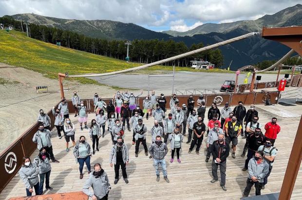 Los trabajadores de Vallnord - Pal Arinsal recogen 195 kg de basura de las pistas